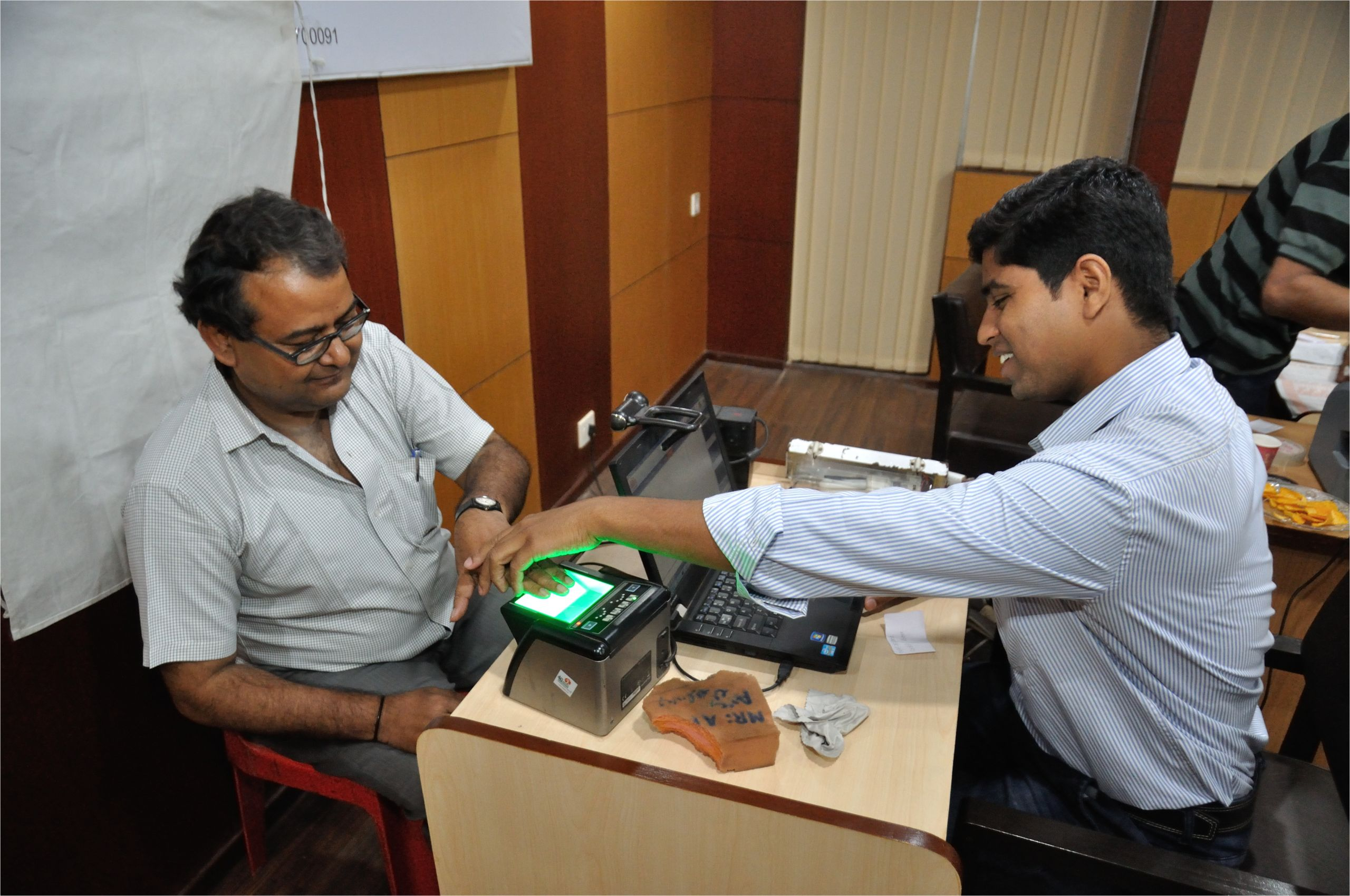 fingerprint scan biometric data collection aadhaar kolkata 2015 03 18 3660 jpg