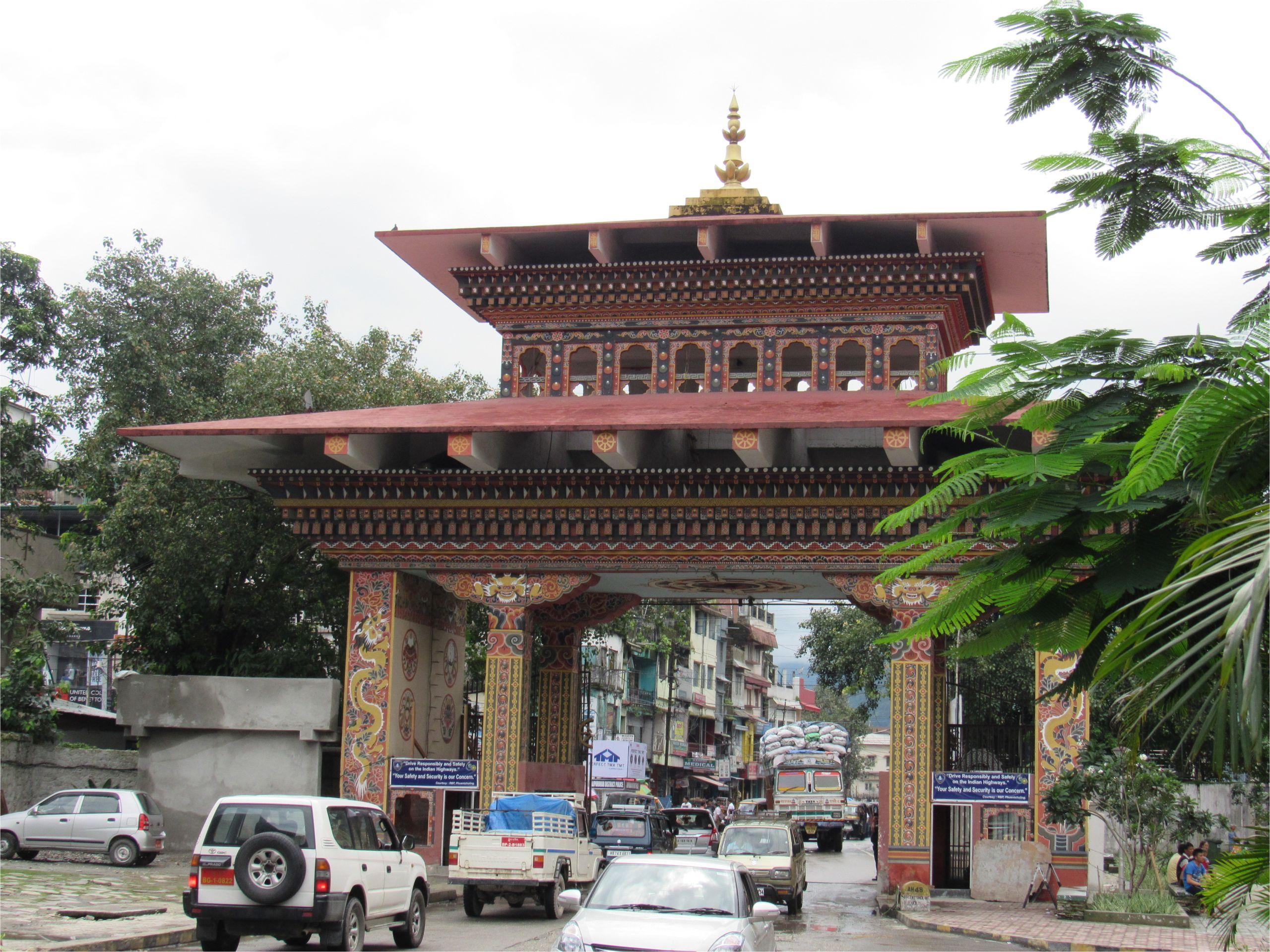 bhutan gate in phuentsoling 0 jpg
