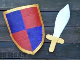 Cardboard Shield Template How to Make A Knight 39 S Shield Red Ted Art 39 S Blog